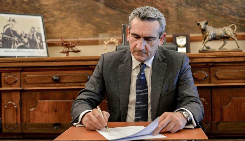 Υπεγράφη η σύμβαση με τον ανάδοχο για το έργο συντήρησης Οδικού Δικτύου Θήρας
