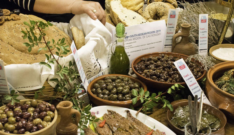 """Μάγεψε η Κάλυμνος με την πλούσια παρουσία της τοπικής κουζίνας, στη δράση """"Aegean Mamas Know Best"""", στο πλαίσιο του τίτλου «Νότιο Αιγαίο, Γαστρονομική Περιφέρεια της Ευρώπης 2019»"""