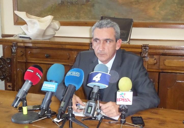 Συνέντευξη Τύπου του Περιφερειάρχη Νοτίου Αιγαίου και επιστολή στον πρωθυπουργό Α. Σαμαρά. Γ. Χατζημάρκος για ΦΠΑ: Ο καθένας πρέπει να ορίσει τις προσωπικές «κόκκινες γραμμές» του έναντι της κοινωνίας που εκπροσωπεί