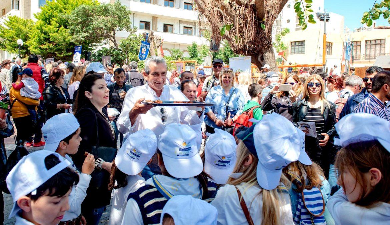 Μια μεγάλη γιορτή γαστρονομίας από τις μαμάδες του Αιγαίου για την Ημέρα  της Μητέρας, στο κέντρο της Ρόδου