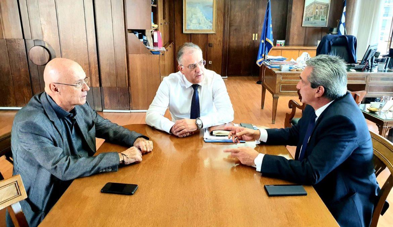 Το θέμα της στελέχωσης των Τεχνικών Υπηρεσιών της Περιφέρειας Ν. Αιγαίου, κυριάρχησε στη συνάντηση του Περιφερειάρχη με τον Υπουργό Εσωτερικών Τάκη Θεοδωρικάκο