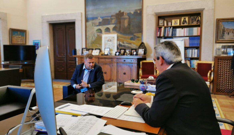 Συνάντηση εργασίας του Περιφερειάρχη, Γιώργου Χατζημάρκου, με τον Πρόεδρο της ΔΕΥΑ Θήρας, Μανώλη Ορφανό