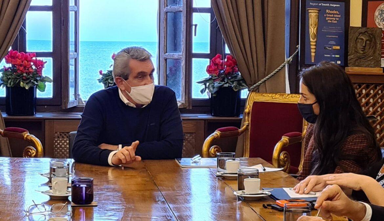 Η στήριξη των ευπαθών κοινωνικών ομάδων των νησιών  του Νοτίου Αιγαίου, στο επίκεντρο της συζήτησης, κατά την επίσκεψη της Υφυπουργού Εργασίας και Κοινωνικών Υποθέσεων, Δόμνας Μιχαηλίδου στην Περιφέρεια