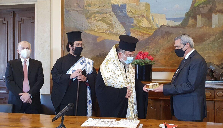 Το φλουρί της Πρωτοχρονιάτικης Βασιλόπιτας της Περιφέρειας αξίας 15.000 ευρώ στη Διεύθυνση Β' Θμιας Εκπαίδευσης